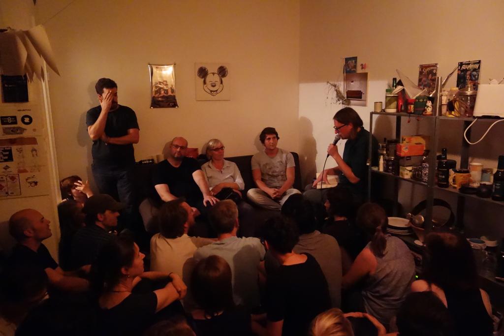 Gruppenbild in einem Raum