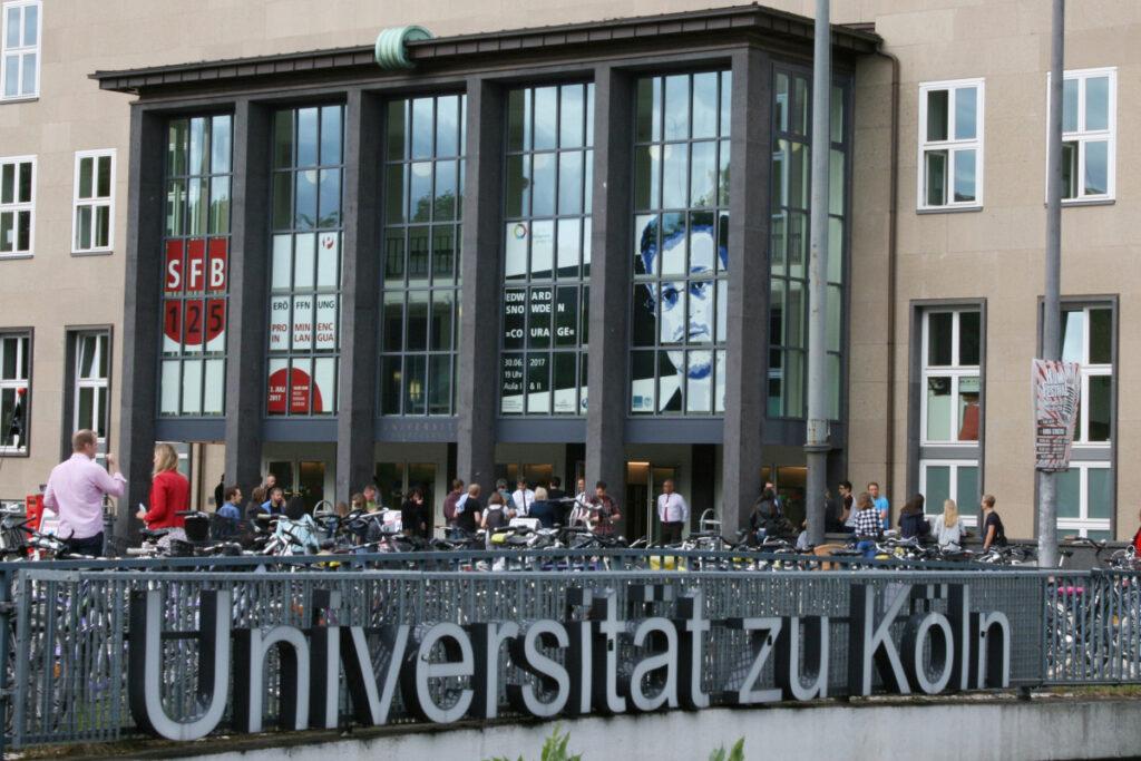 Hauptgebäude Universität