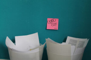 Papier im Mülleimer