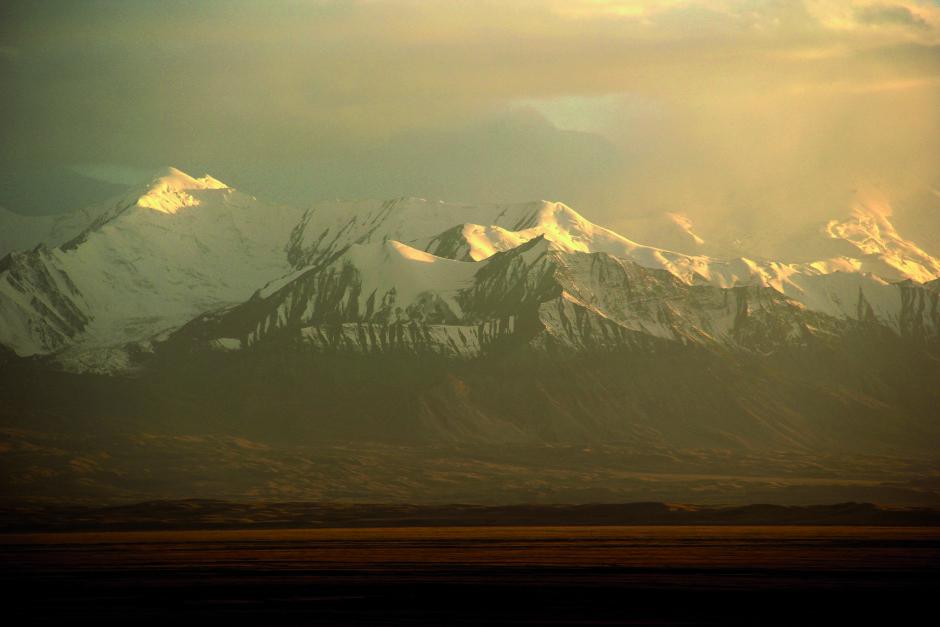 Berge mit Schneespitzen