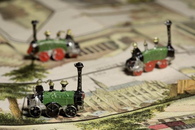Lokomotiven auf Spielbrett