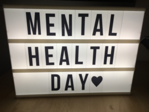 Schild mit Mental Health Day