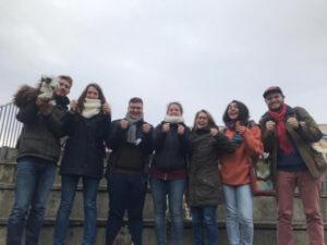 Gruppenfoto von jungen Leuten